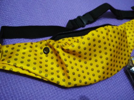 Очень удобная лёгкая сумка на пояс водоотталкивающая с отверстием для наушников . Одесса, Одесская область. фото 3