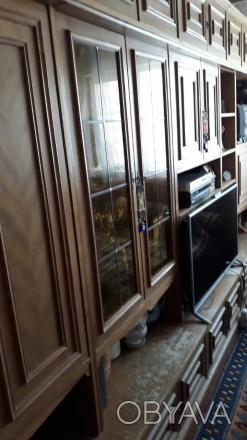 Стенка в хорошем состоянии. 5 секций  в т.ч. тонированная витрина. Деревянный шп. Киев, Киевская область. фото 1