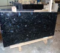Гранитные слябы – основной вид заготовок материала, которые используются в камне. Коростышев, Житомирская область. фото 2
