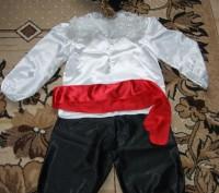 В идеальном состоянии, был одет 1 раз. Штаны, белая блузка, красный пояс, шляпа-. Сумы, Сумская область. фото 2