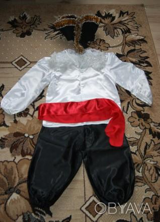 В идеальном состоянии, был одет 1 раз. Штаны, белая блузка, красный пояс, шляпа-. Сумы, Сумская область. фото 1