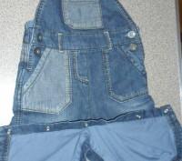 джинсовый комбинезон очень качественный украшен апликациями есть пуговицы,с помо. Запорожье, Запорожская область. фото 4
