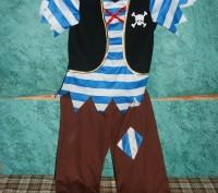 Костюм пирата в хорошем состоянии :штаны, футболка с желеткой , бандана, меч, кр. Сумы, Сумская область. фото 2