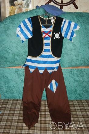 Костюм пирата в хорошем состоянии :штаны, футболка с желеткой , бандана, меч, кр. Сумы, Сумская область. фото 1