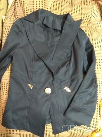 Продам жакет для девочки. Б/у в идеальном состоянии. Цвет - темно-синий. Ткань г. Днепр, Днепропетровская область. фото 1