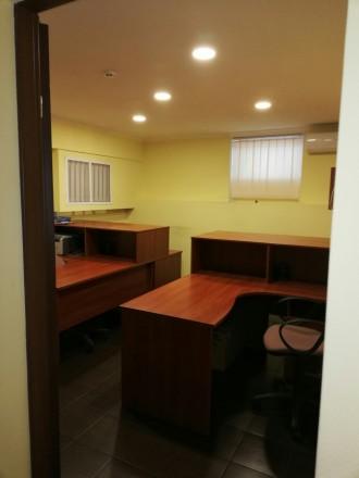 Сдам офис на цокольном этаже  ·      расположение офиса - выходит на красную ли. Центр, Днепр, Днепропетровская область. фото 4