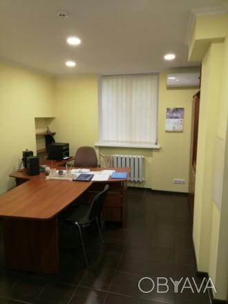 Сдам офис на цокольном этаже  ·      расположение офиса - выходит на красную ли. Центр, Днепр, Днепропетровская область. фото 1