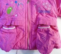 Яркая розовая курточка на принцессу. Рукавички пристегиваются  на кнопочках к ка. Запорожье, Запорожская область. фото 4