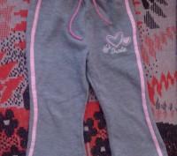Продам мягкие спортивные штанишки для девочки серого цвета с вышивкой barbie. По. Запоріжжя, Запорізька область. фото 2