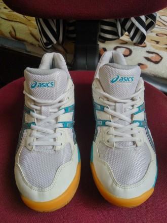 930ff58ec8e569 Фирменные спортивные кроссовки, (Футзалки) ASICS. Размер: (40) 25,5 см. 700  ГРН