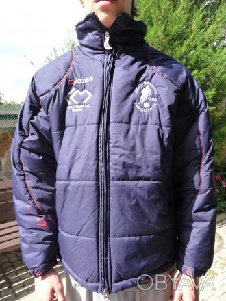 Фирменная куртка известного спортивного бренда LEGEA. Цвет темно синий .Капюшон . Киев, Киевская область. фото 1