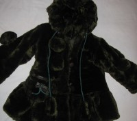 Детская шубка на девочку искусственная с капюшоном, который на 3-х пуговицах. Те. Киев, Киевская область. фото 2