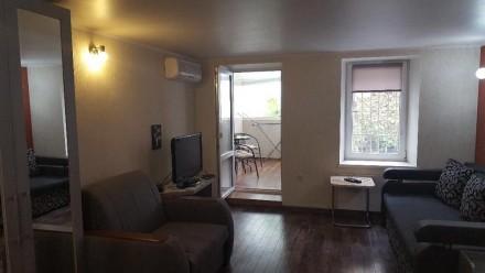1 комнатная квартира,кухня-студия,мебель,спутниковое телевидение,кондиционер,инт. Одесса, Одесская область. фото 2