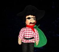 """Продам игрушку """"Пират"""". 25 см. Мягконабивная. Шляпа фетр. Производство ГДР. В от. Дніпро, Дніпропетровська область. фото 2"""