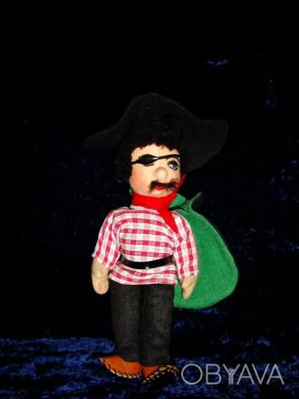 """Продам игрушку """"Пират"""". 25 см. Мягконабивная. Шляпа фетр. Производство ГДР. В от. Дніпро, Дніпропетровська область. фото 1"""
