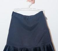 очень красивая нарядная юбка черного цвета стрейчевая, с большим атласным бантом. Энергодар, Запорожская область. фото 3