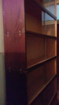 продам книжкові полиці із шклом Терміново. Торг. Львов. фото 1