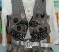 Продам новый костюм: платье и жилет на девочку модницу возрастом 2-3 года (рост . Сєверодонецьк, Луганська область. фото 3