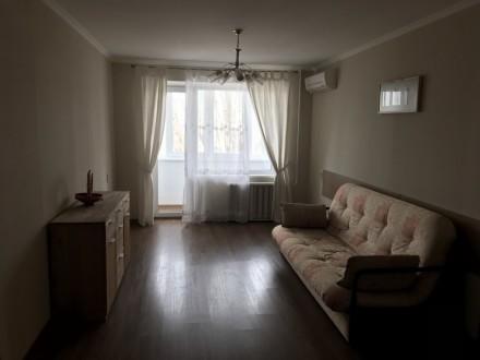 Ремонт 2018 года.Студия плюс две раздельных комнаты.балкон и лоджия.вид из окна.. Днепр, Днепропетровская область. фото 3