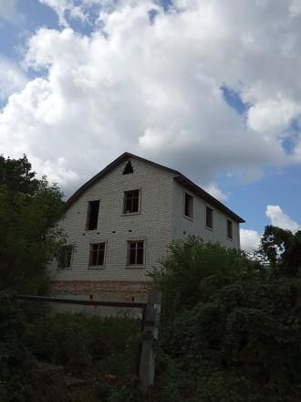 Дом 3-х этажный, 2007-го года постройки. Кирпичный, есть перекрытия, крыша. На  . Чернигов, Черниговская область. фото 4