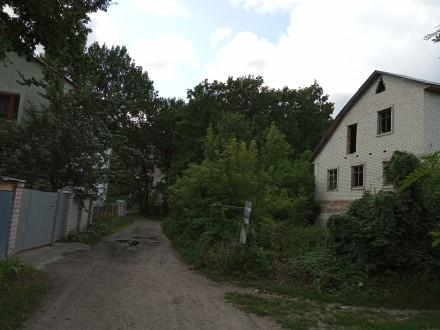 Дом 3-х этажный, 2007-го года постройки. Кирпичный, есть перекрытия, крыша. На  . Чернигов, Черниговская область. фото 2