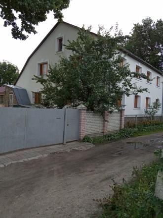 Дом 3-х этажный, 2007-го года постройки. Кирпичный, есть перекрытия, крыша. На  . Чернигов, Черниговская область. фото 5