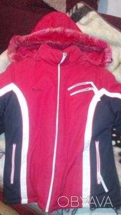 Предлагаю очень теплую, зимнюю куртку с капюшоном на молнии в отличном состоянии. Каменское, Днепропетровская область. фото 1