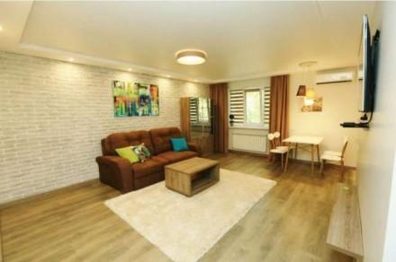 Квартира состоит из кухни - студио с французским балконом и двух отдельных спале. Центр, Миколаїв, Николаевская область. фото 3