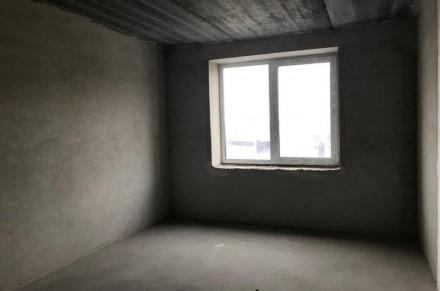 Комната просторная правильной формы, из которой есть выход на застекленную лоджи. Ирпень, Киевская область. фото 5