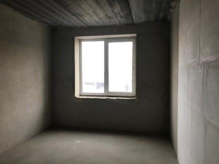 Комната просторная правильной формы, из которой есть выход на застекленную лоджи. Ирпень, Киевская область. фото 7