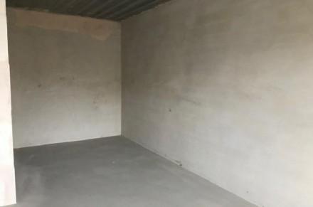 Комната просторная правильной формы, из которой есть выход на застекленную лоджи. Ирпень, Киевская область. фото 6