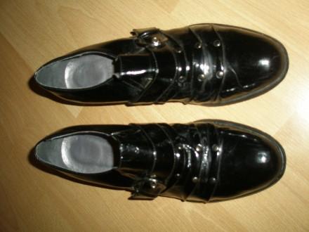 Продам туфли лаковые на девочку черного цвета ,37 размера. Дешево.. Днепр. фото 1