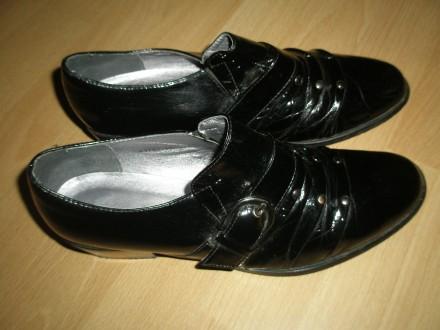 Продам туфли лаковые на девочку черного цвета, 37 размера.Дешево. Днепр, Днепропетровская область. фото 3