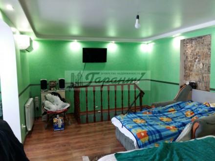 Квартира на земле, двухуровневая. Расположена на ул. Бреуса. 1 уровень - кухня (. Малиновский, Одесса, Одесская область. фото 4