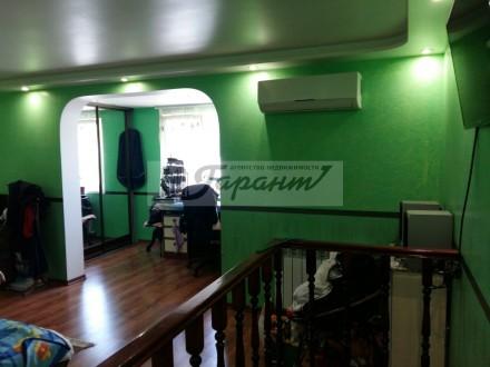 Квартира на земле, двухуровневая. Расположена на ул. Бреуса. 1 уровень - кухня (. Малиновский, Одесса, Одесская область. фото 3