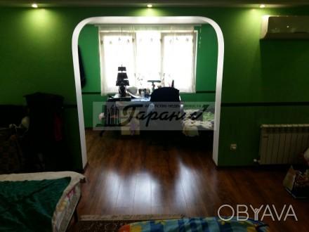 Квартира на земле, двухуровневая. Расположена на ул. Бреуса. 1 уровень - кухня (. Малиновский, Одесса, Одесская область. фото 1