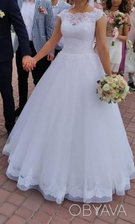 Весільна сукня білого кольору Містить блискучі елементи ,що дозволяють сукні зл. Львов, Львовская область. фото 1