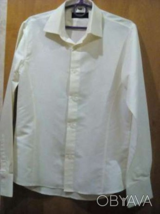 продам рубашку на подростка в отличном состоянии, очень красивая и нарядная . За. Каменское, Днепропетровская область. фото 1