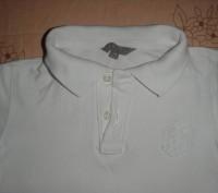 тениска на 3-5 лет белоснежная но есть пятнышко выводить не пробывала ,одевали п. Киев, Киевская область. фото 2