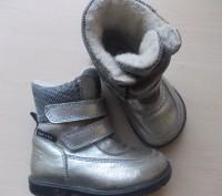 Детские кожаные сапожки 26 размера. Классного качества.  Серебристого цвета, п. Киев, Киевская область. фото 2