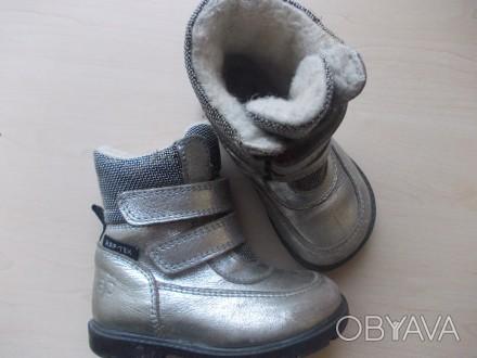 Детские кожаные сапожки 26 размера. Классного качества.  Серебристого цвета, п. Киев, Киевская область. фото 1