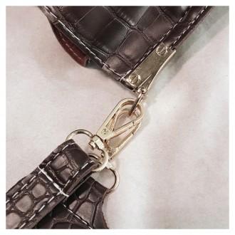 Сумка изготовлена из искусственной кожи, застегивается на кнопку Внутри два отде. Запорожье, Запорожская область. фото 6