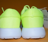 Кроссовочки очень легкие по весу ,удобные , сетка ,  на шнуровке . Ярко -салатов. Киев, Киевская область. фото 4