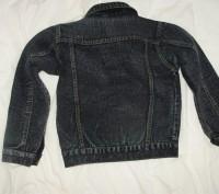 джинсовый пиджак в отличном состоянии почти не носили длина 42 см длина рукава 4. Кременчуг, Полтавская область. фото 3