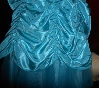 нарядное голубое платье в пол,на8 лет,на подкладке,по спинке молния,по бокам утя. Киев, Киевская область. фото 3