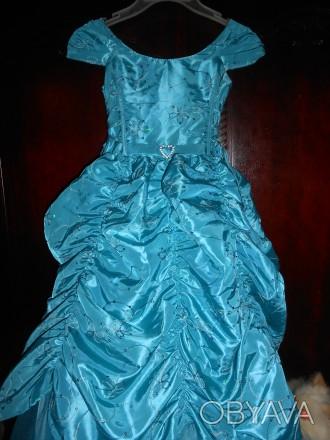 нарядное голубое платье в пол,на8 лет,на подкладке,по спинке молния,по бокам утя. Киев, Киевская область. фото 1