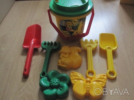 Наборы игрушек в отличном состоянии. Для игры в песочнице малышам от года и стар. Киев, Киевская область. фото 1