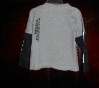1) серая футболка с синими рукавами, на 18-24 мес.,на плече застежка (кнопки),MI. Киев, Киевская область. фото 3