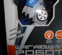 Робот на батарейках.Ходит,звук,свет. Размер упаковки 24*16 см. Высота робота 1. Миргород, Полтавская область. фото 3