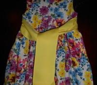 1) платье колокол на 4 г.с жёлтым пояском,на подкладке,на спинке застежка,в отли. Київ, Київська область. фото 4